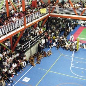"Mateo Pintò, Matias Pintò, Centro ricreativo Gymnasium Vertical, Barrio Bello Campo, Caracas, 2001 -2004, vista interna degli spalti matronei e del campo da gioco (da ""Azure"", giugno 2007)"