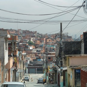 2_Ruy Ohtake, interventi di stabilizzazione nella favela di Heliopolis, San Paolo, Brasile (fotografie Andrea Vercellotti)